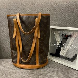 Authentic Louis Vuitton Bucket GM shoulder bag